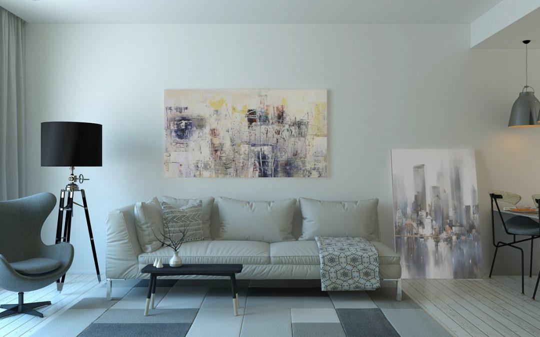 Stijlvolle woonkamer inrichting met kunst